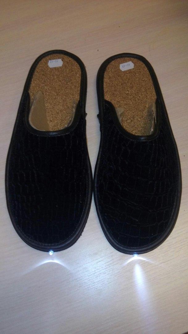 Тапочки с фонариком черные